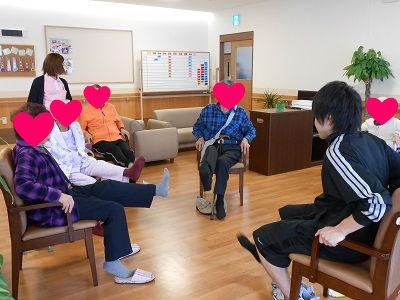 介護施設出活動するパーソナルトレーナー
